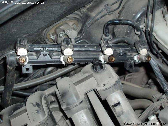 汽车内窥镜可用于检查发动机、变速箱、消声器、燃料管等的磨损、积炭、堵塞等情况,在汽修行业已得到广泛的应用。在汽车发动机的清洗、保养方面,汽车内窥镜也是一个好帮手。在发动机清洗前,用内窥镜观察发动机内部的积炭情况等,并照相。发动机清洗完毕后,再观察并照相。然后对清洗前后观察到的图像进行比较,从而可以让客户对清洗效果有一个直观的认识、比较。汽车发动机喷油嘴检测实例: